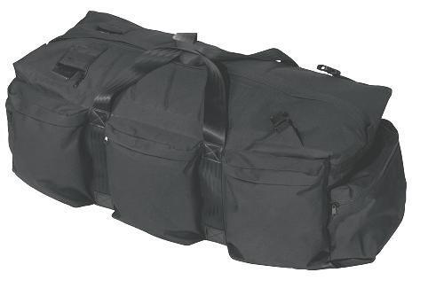 000de3e46ab Sort sportstaske (ca. 95 l). Sportstasken er rummelig og robust.